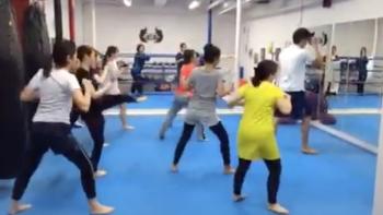 名古屋JKF キックボクシングフィットネスジム-女子の残り香の中で、トレーニング