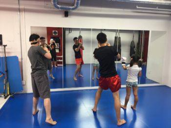 名古屋JKフィットネス キックボクシングジム-不適切なミット持ちと、アッパー練習