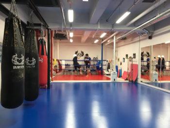 名古屋JKF キックボクシングフィットネスジム-受付から見る景色と、マネージャーの写真の話
