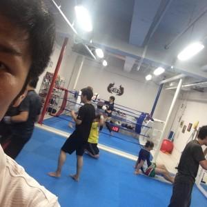 名古屋JKF キックボクシングフィットネスジム-小学生のシュンガくんもキックボクシング!!